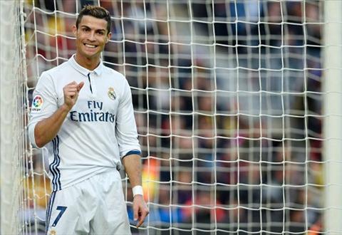 Ronaldo dong phim sau khi treo giay hinh anh