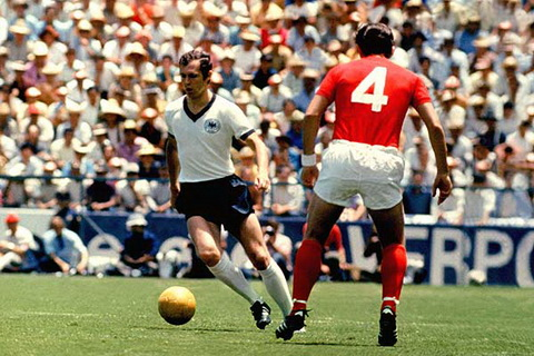 Huyen thoai bong da Franz Beckenbauer la mot minh chung thanh cong cho vi tri Libero trong bong da