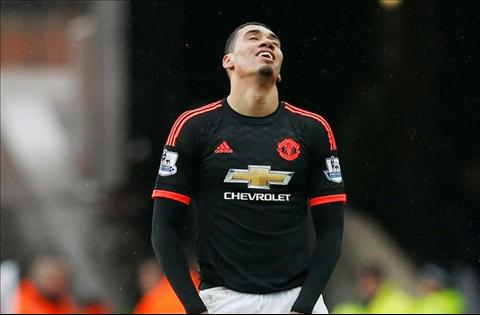 Trung ve Chris Smalling hinh anh