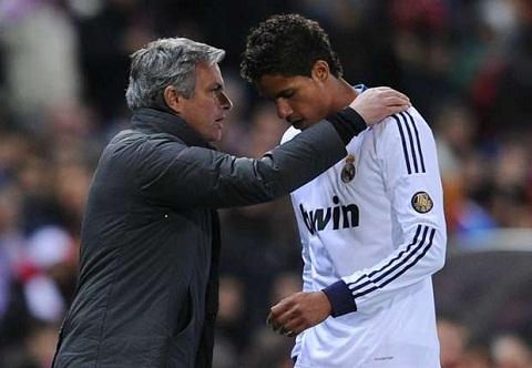 Trung ve Raphael Varane khong roi Real Madrid hinh anh 2