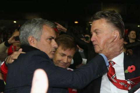 Van Gaal che bai MU duoi thoi HLV Jose Mourinho  hinh anh 2