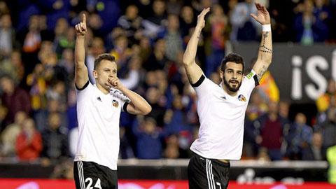 Valencia 2-1 Espanyol: Rot cuc, Gary Neville cung biet thang o La Liga
