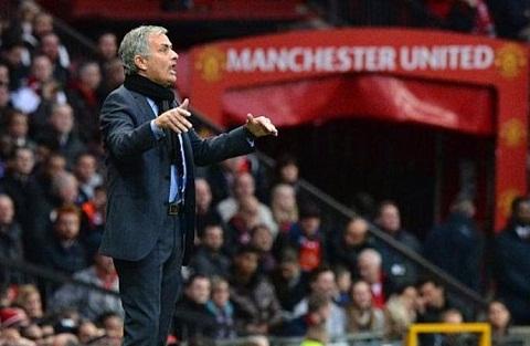 Jose Mourinho khong voi vang thay Louis van Gaal