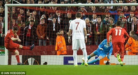 Video clip ban thang Liverpool 1-0 Augsburg (Luot ve vong 116 Europa League 20152016) hinh anh
