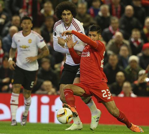 Man United bat ngo thoat 2 an phat nang cua UEFA hinh anh 2