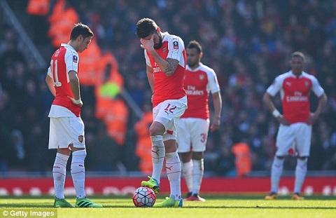 Gat noi nhuc FA Cup, Arsene Wenger quyet lam nen chuyen o Barcelona hinh anh