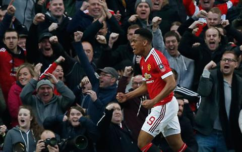 Martial tro thanh vi cuu tinh cho Man Utd. Anh: Reuters.