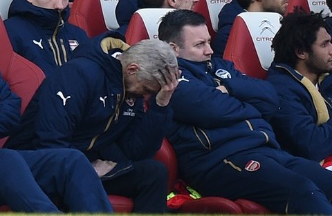 Arsene Wenger bat luc truoc Watford