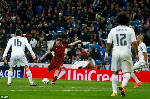 Francesco Totti chao don con thu ba ra doi hinh anh 3