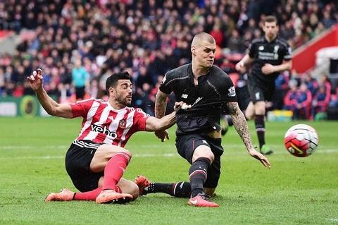 Martin Skrtel xung dang bi coi la toi do cua Liverpool