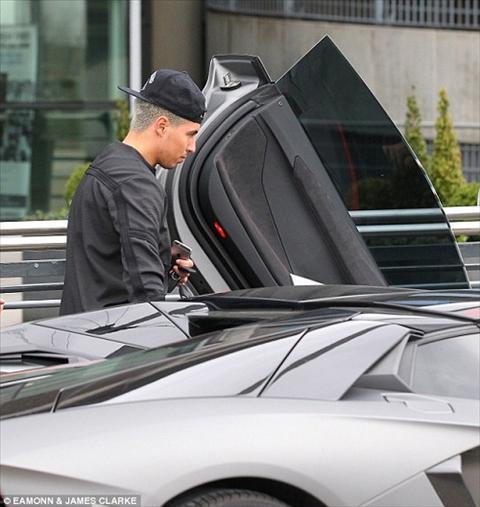 Nasri bo sung bo suu tap sieu xe voi chiec Lamborghini2