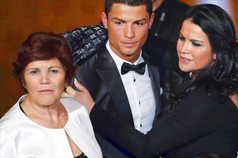 Ronaldo tinh thue linh dac nhiem bao ve me hinh anh