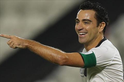 Xavi Guardiola xem video trien mien trong phong lam viec hinh anh 2