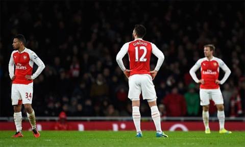 Tran thua thu ba lien tiep khien giac mong vo dich dan roi xa Arsenal. Anh: AFP.