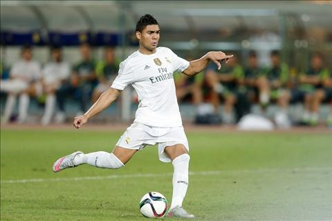 Truoc Sieu kinh dien Real Madrid can tien ve Casemiro hinh anh 2