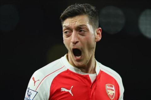 Mesut Ozil dat cot moc moi trong mau ao Arsenal hinh anh 2