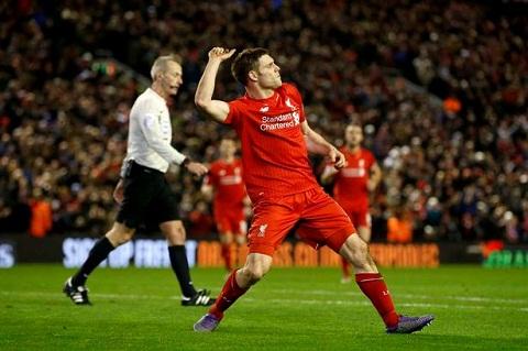 Doi pho cua Liverpool van mo mong top 4 hinh anh