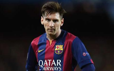 Messi luon duoc bao chi va BTC che cho hinh anh