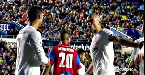 Ronaldo cai nhau voi Pepe va hanh dong cua HLV Zidane hinh anh