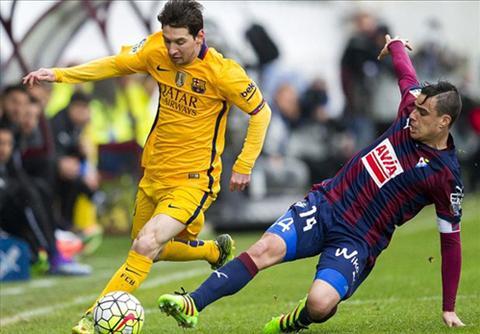 Messi co duoc cu dup, qua do nang thanh tich tu dau mua Liga len 21 ban. Anh: Reuters