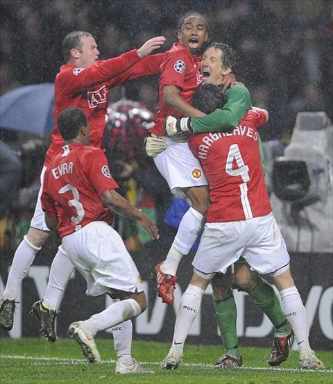 Van der Sar khuyen Rooney tap yoga de tang tuoi tho nghe hinh anh 2