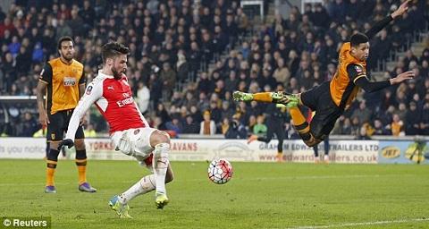 Hull City 0-4 Arsenal Song sat Walcott-Giroud ruc sang, Phao thu hien ngang vao Tu ket FA cup hinh anh 2