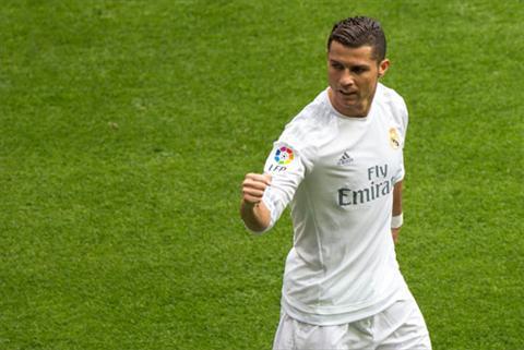 Ronaldo gop mot ban vao chien thang cua Real. Anh: Reuters