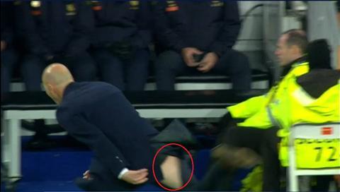 Nhin lai nhung pha rach quan hai huoc trong bong da Tu Zidane, Pep den ca Rooney hinh anh