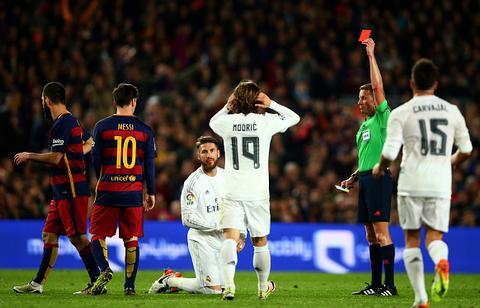Huyen thoai Real va  Barca Sergio Ramos qua ngu ngoc va tre trau hinh anh