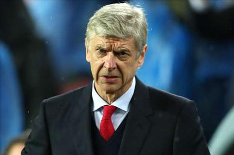 HLV Wenger noi dien truoc nhung ap luc hinh anh