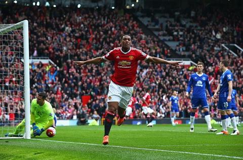 Thang Everton, Man Utd lap ky luc moi tai Premier League hinh anh