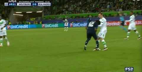 Hau ve Marcelo an va tho thien tran Wolfsburg 2-0 Real Madrid hinh anh