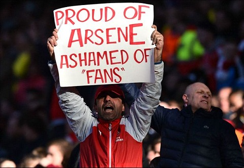 Fan Arsenal ung ho Wenger