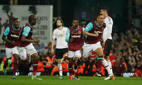 Winston Reid ghi ban an dinh chien thang cho West Ham. Anh: Reuters.