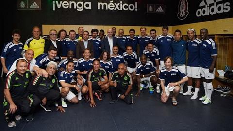 Doi bong huyen thoai FIFA cua Jose Mourinho thua tai Mexico hinh anh
