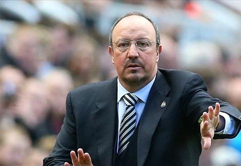 Fan Chelsea che gieu Benitez khi biet tin Newcastle xuong hang hinh anh