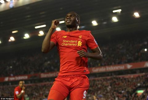 Liverpool dat duoc thoa thuan ban sao xet Benteke hinh anh