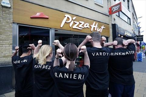 Khach an pizza duoc cac ngoi sao cua Leicester phuc vu tan ban hinh anh 2