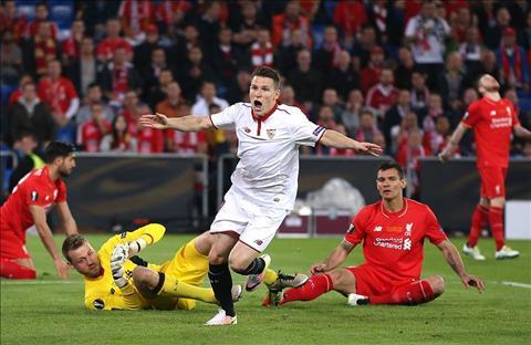 Klopp Europa League van dang hanh ha Liverpool hinh anh