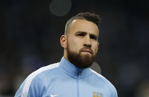 Trung ve - Nicolas Otamendi: La mot trong nhung trung ve dat gia nhat the gioi, Otamendi co muc gia 33,45 trieu bang khi roi Valencia den Man City nam 2015.