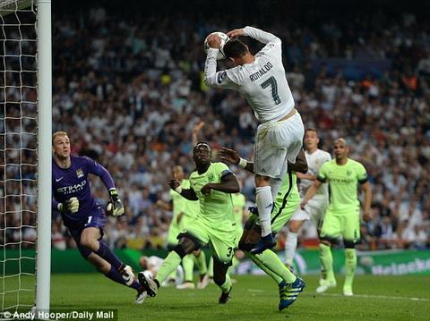 Nem bong vao luoi, ngoi sao Ronaldo bi che gieu tren MXH hinh anh