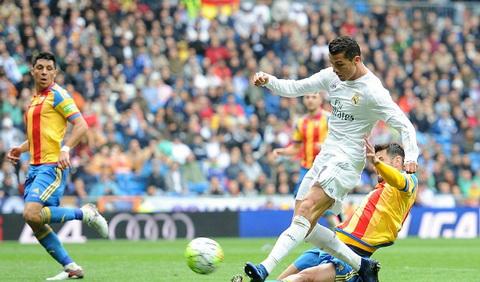 Ronaldo toa sang voi hai ban thang dep cho Real. Anh: AFP