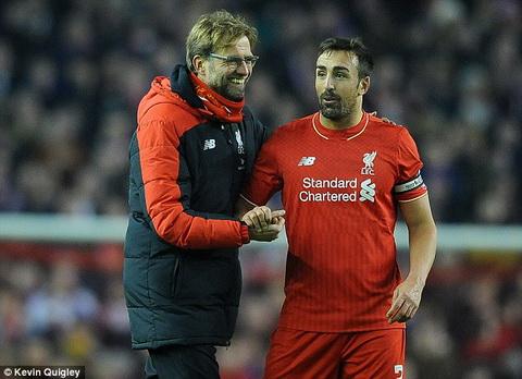 Liverpool cham dut hop dong voi Jose Enrique hinh anh