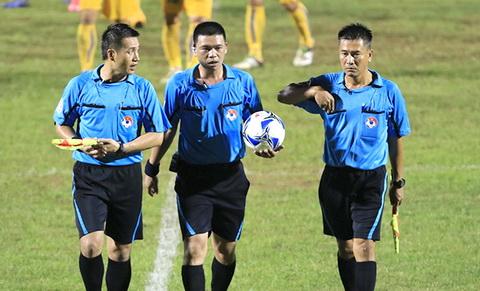 Trong tai Ha Anh Chien bi treo coi het luot di V-League 2016 hinh anh