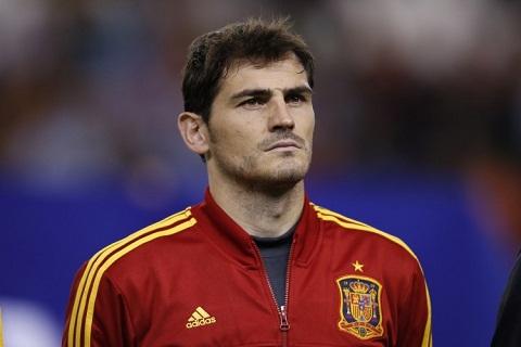 Casillas se giai nghe cung thoi diem voi Buffon hinh anh