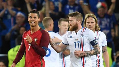 Ronaldo phu phang tu choi doi ao voi thu quan doi Iceland hinh anh