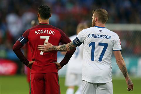Vu doi ao khien Ronaldo bi chi trich