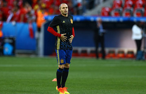 tien ve andres iniesta hinh anh