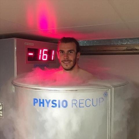 Gareth Bale lan dau tien lam chuyen ay hinh anh