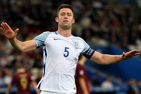 trung ve gary cahill hinh anh 2